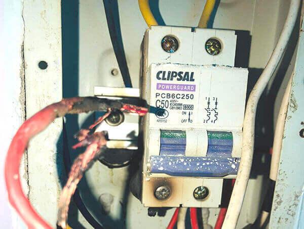 Cháy dây dẫn điện do tiếp xúc kém