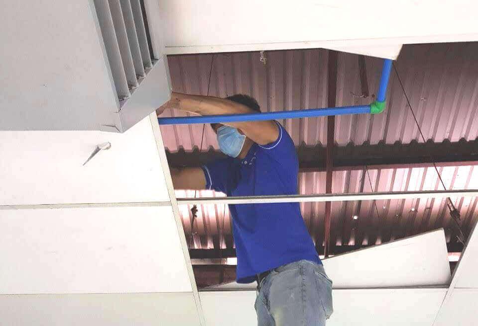 Sửa ống nước nóng bị bục