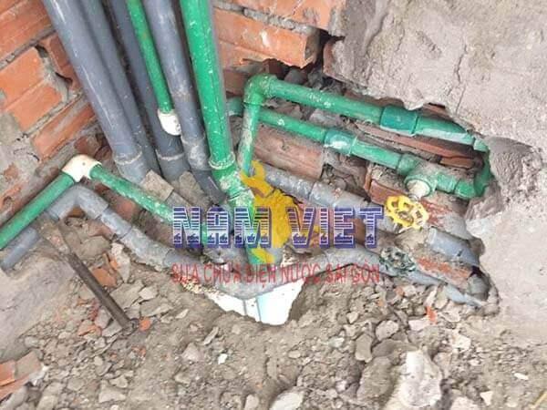 Thợ dò tìm rò rỉ nước ngầm tại TPHCM