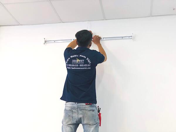 Thợ sửa bóng đèn tuýp