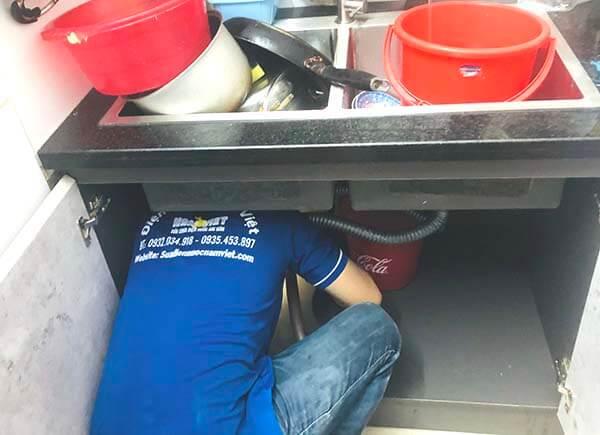 Thông tắc bồn rửa chén bát tại TPHCM